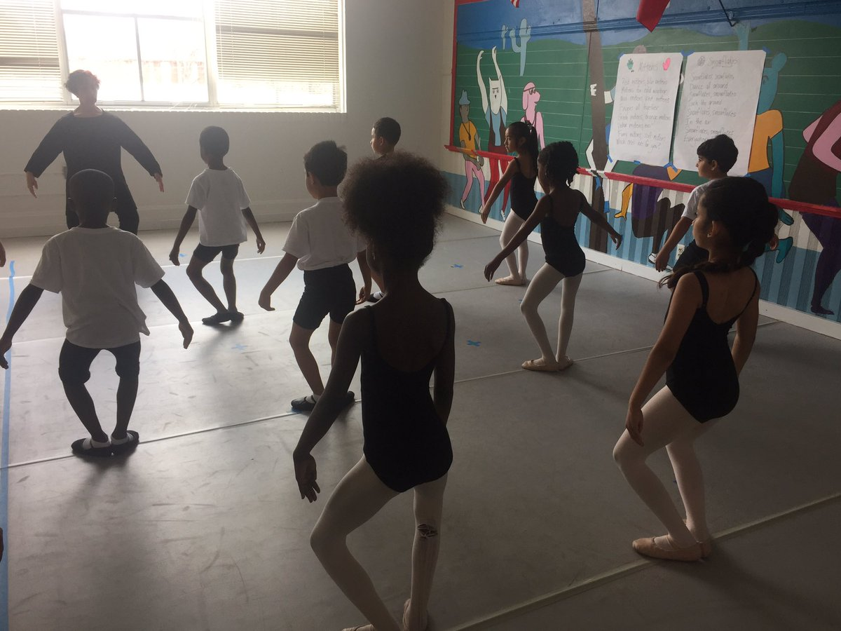 students in ballet